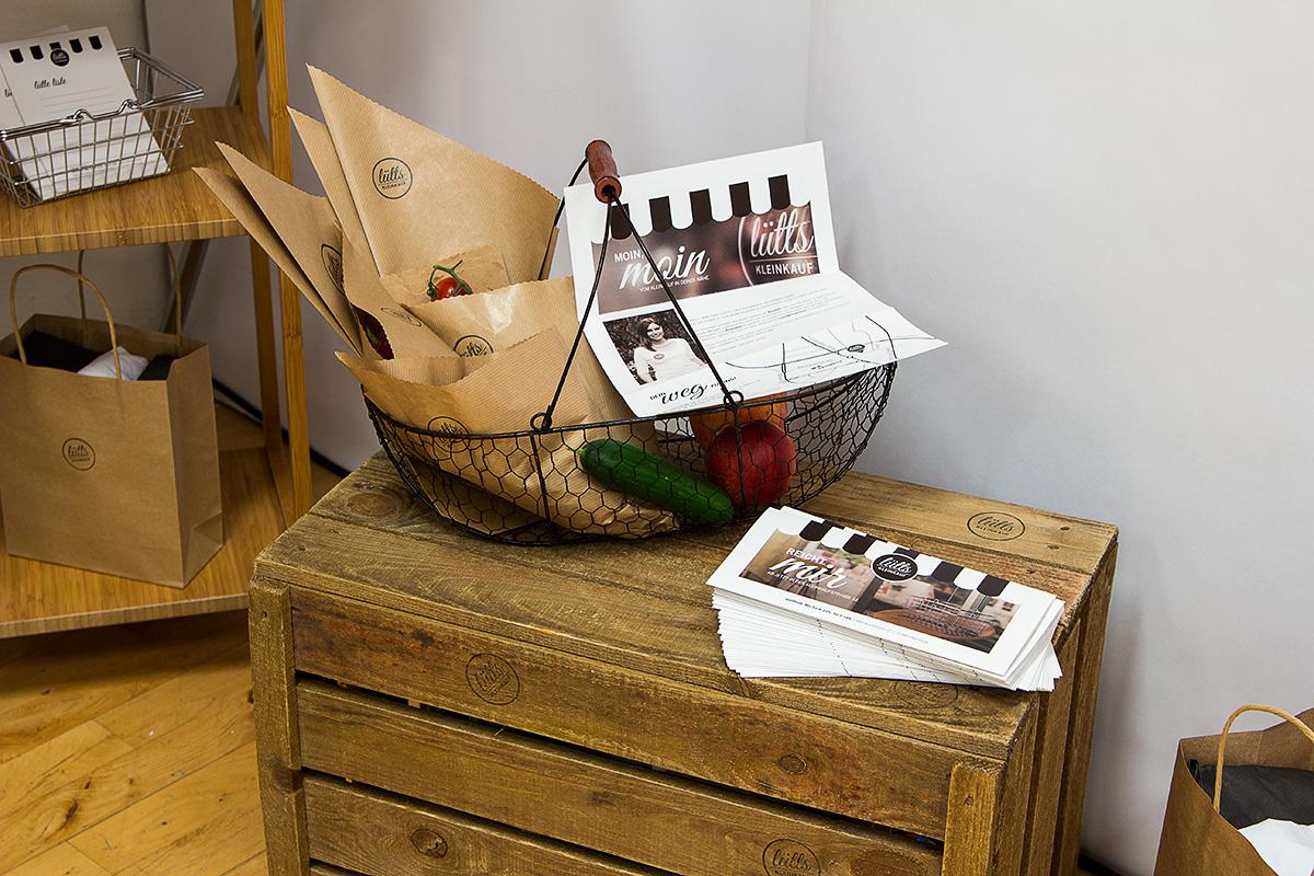 Einkaufskorb mit Tüten von »Lütts Kleinkauf«